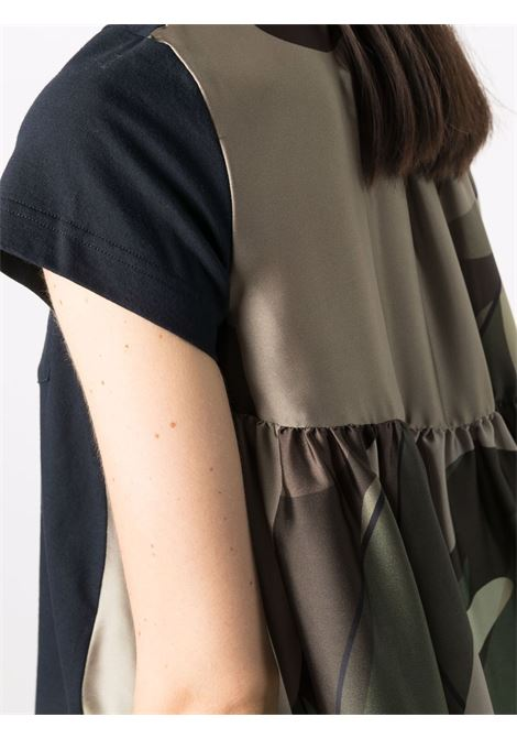 t-shirt con stampa camouflage KAWS SACAI | T-shirt | 21-05690231