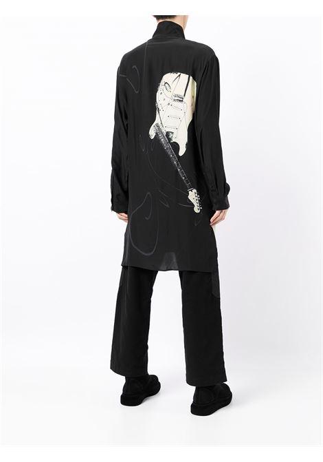 camicia lunga con stampa chitarre YOHJI YAMAMOTO pour homme | Camicia | HX-B25-8351