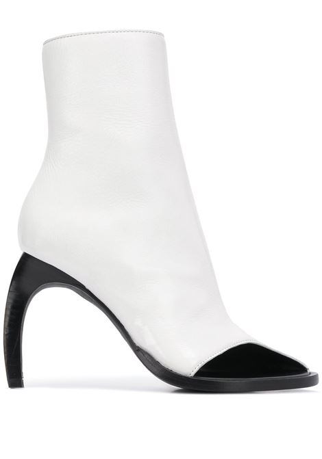 Stivali con punta aperta su un lato e tacco curvo. ANN DEMEULEMEESTER | Scarpe | 2001-2860-389001