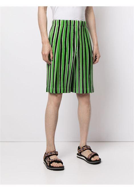Shorts plissettati a righe HOMME PLISSE | Shorts | HP16JF20262