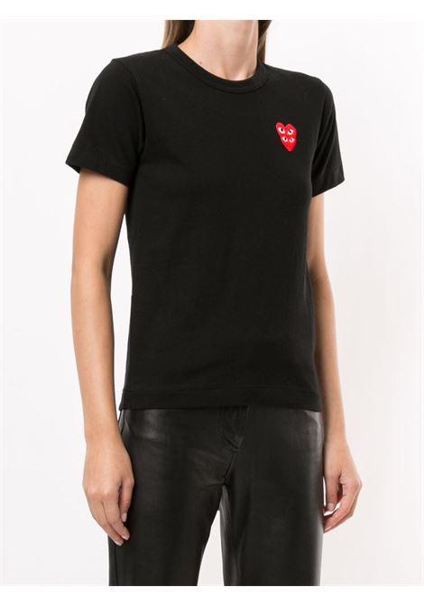 T-shirt con applicazione logo doppio cuore rosso ricamato PLAY COMME DES GARCONS | T-shirt | P1T2871