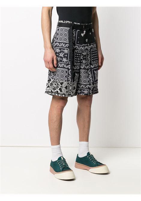 Shorts con stampa e cintura SACAI | Shorts | 21-02473M005