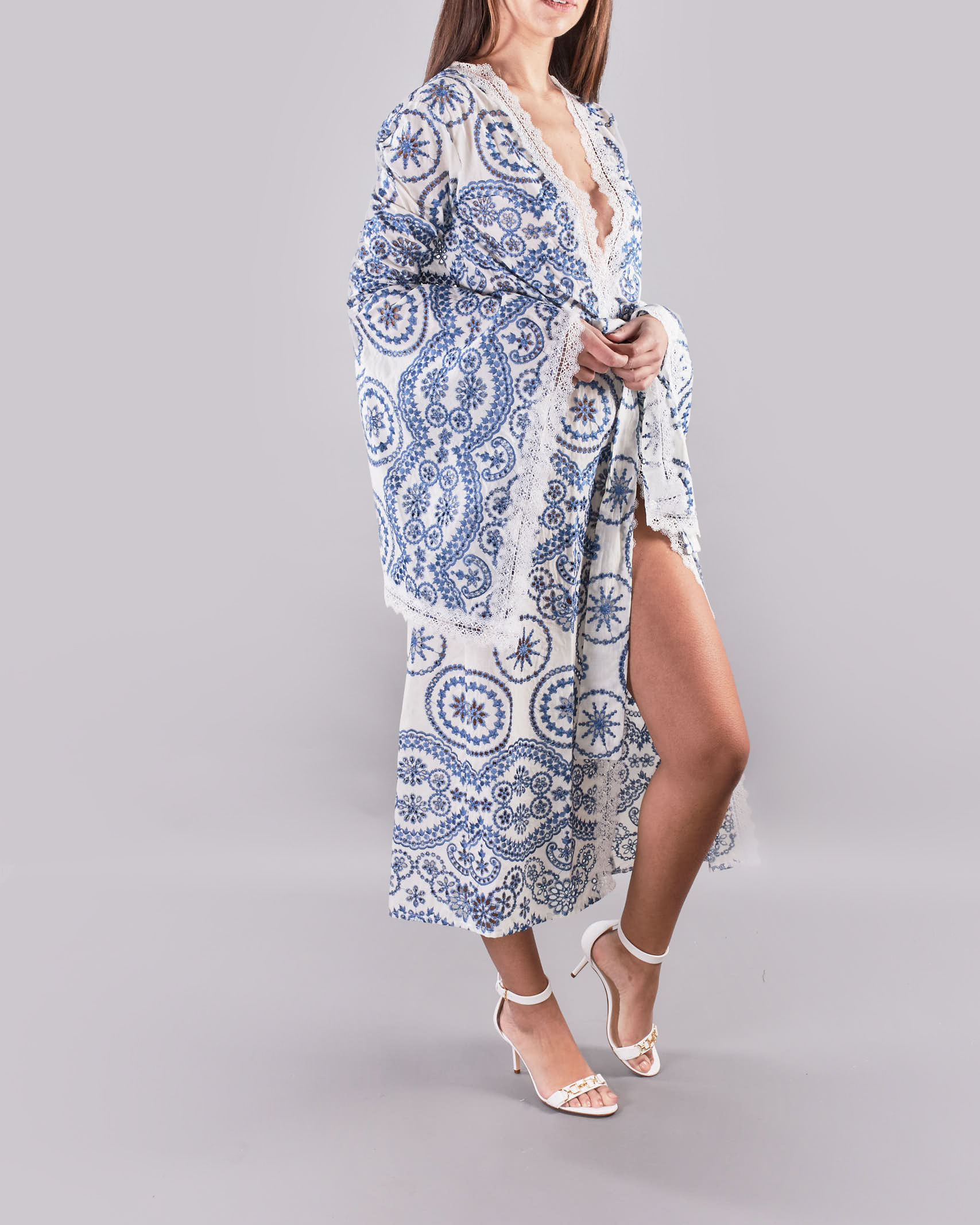 Abito kimono a fantasia Giulia N GIULIA N   Cardigan   GE2175BIANCO-BLU