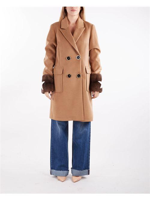 Cappotto doppiopetto con maniche in pelliccia Un_Furtive UN_FURTIVE   Cappotto   CD1020CAMMELLO