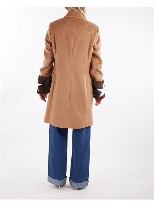 Cappotto doppiopetto con maniche in pelliccia Un_Furtive UN_FURTIVE | Cappotto | CD1020CAMMELLO