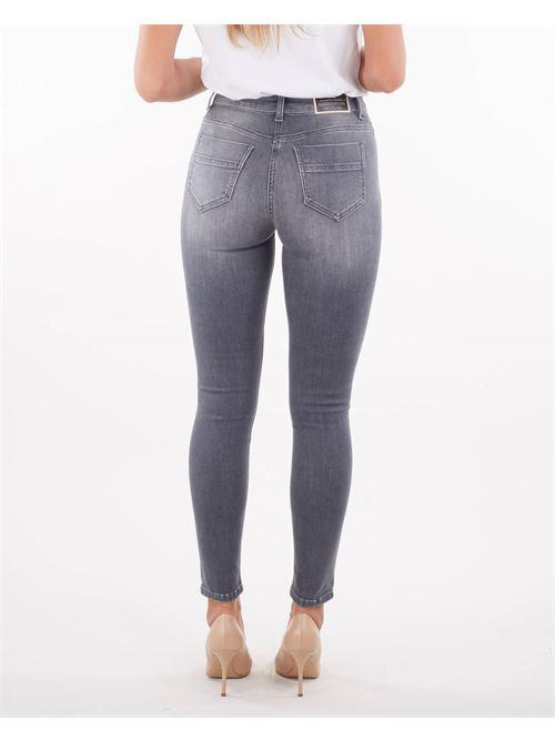 Jeans con dettaglio morsetto dorato Elisabetta Franchi ELISABETTA FRANCHI   Jeans   PJ24S16E2044