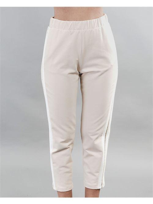 Pantalone joggers cropped con banda laterale dettaglio Imperial IMPERIAL | Pantalone | P2F0BCRBURRO