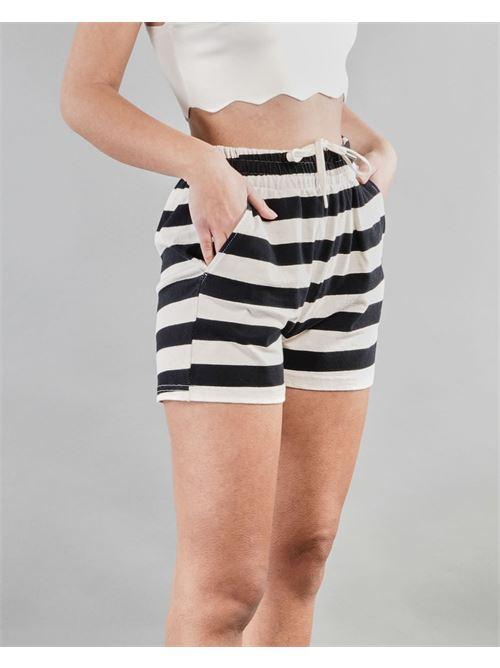 Shorts a righe con coulisse Vicolo VICOLO | Shorts | TH0339BIANCO-NERO