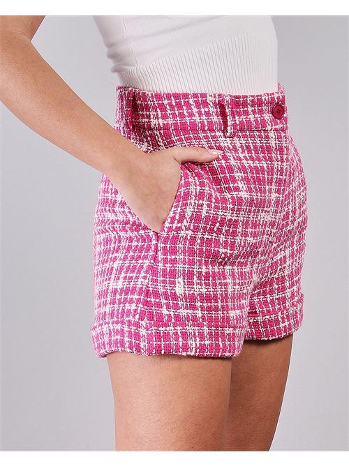 Shorts con risvolti a fantasia Vicolo VICOLO | Shorts | TH0683ROSA-BIANCO