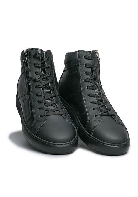 NERO GIARDINI SNEAKERS  I001803U /100 GOMMATO NERO HELSINKI NERO SAUVAGE DARK GREY Nero Giardini | Sneakers | I001803U100