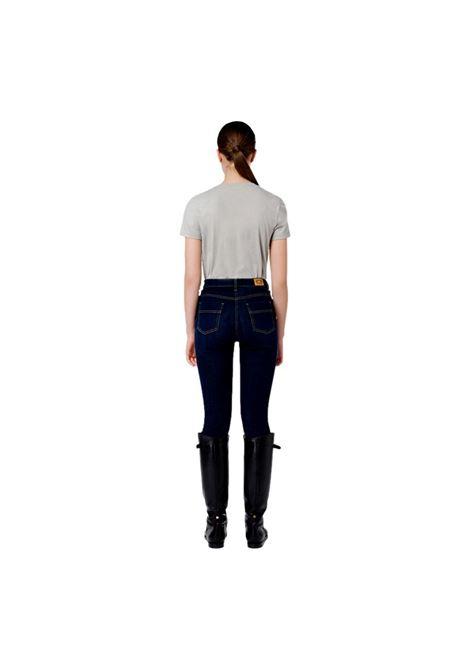 T-shirt girocollo con morsetti oro ELISABETTA FRANCHI | Maglie | MA20016E2430