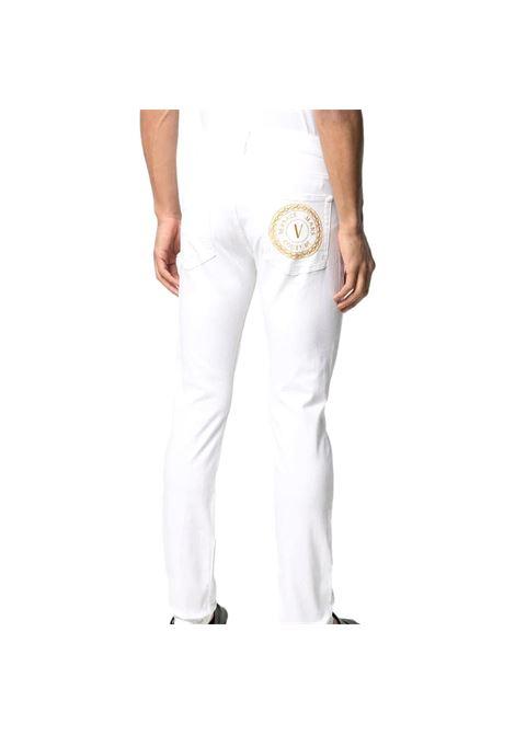 jeans taglio slim con ricamo logo VERSACE JEANS COUTURE | Pantaloni | A2GWA0S5 60501003