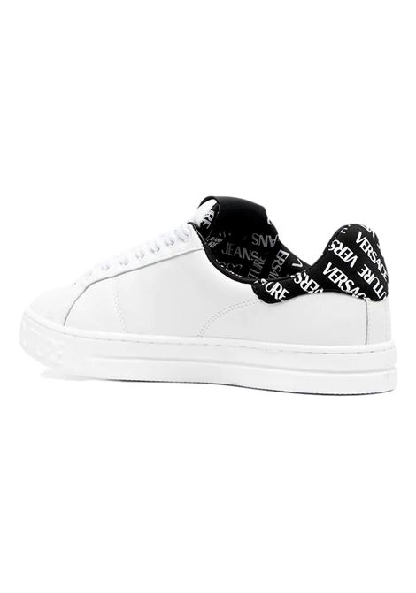 Sneakers in pelle con logo VERSACE JEANS COUTURE | Scarpe | E0YWASK3 71962003