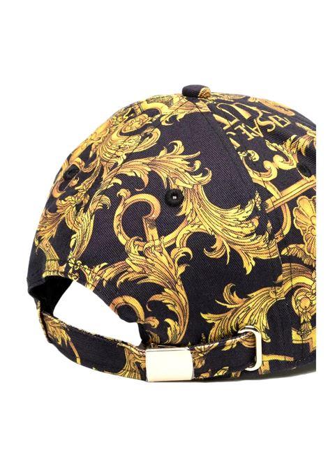 cappello con stampa barocca nero oro VERSACE JEANS COUTURE | Cappelli | E8HWAK13 80156M27