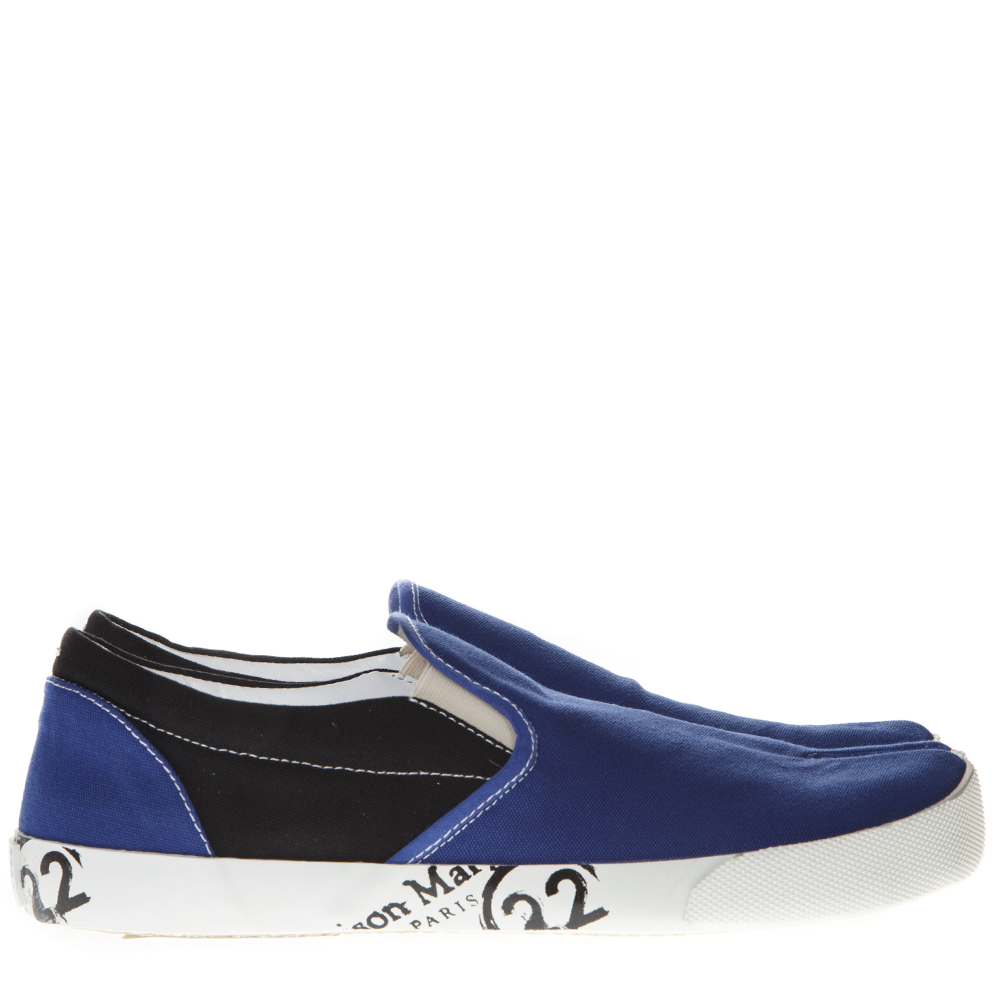 watch e086f 2d05d BLUE AND BLACK TABI SLIP-ON SHOES IN COTTON SS 2019 - MAISON MARGIELA - Boutique  Galiano