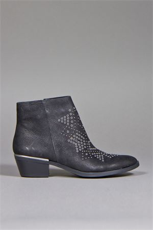 STUDS DETAILING ANKLE BOOTS VINCE CAMUTO | 52 | TOPANGLEATHERBLACK