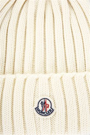 CAPPELLO BEANIE IN LANA COLOR CREMA AI 2017 MONCLER | 17 | 0022000035101004