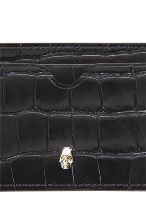BLACK SKULL LEATHER CARDHOLDER WITH CROCODILE EFFECTFW 2018 ALEXANDER McQUEEN | 34 | 524152DZT0Y1000