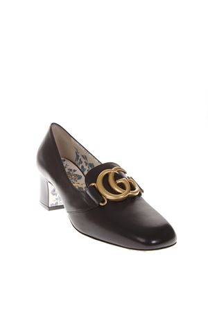 BLACK LEATHER PUMPS WITH GG LOGO PLAQUE FW 2018 GUCCI | 68 | 525333C9D001000
