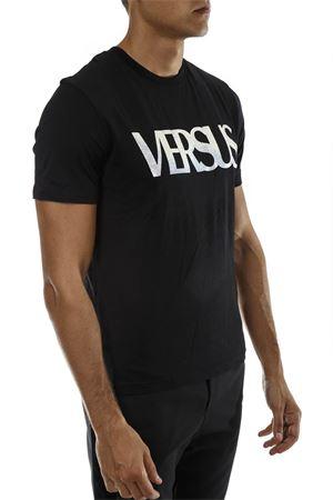 VERSUS LOGO PRINT BLACK COTTON T-SHIRT  FW 2018 VERSUS | 15 | BU90684BJ10388B1008