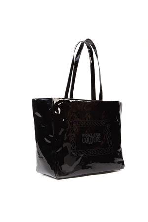 BLACK PATENT TOTE BAG WITH LOGO FW 2019 VERSACE JEANS | 2 | E1.VUBBW2.71285UNI899