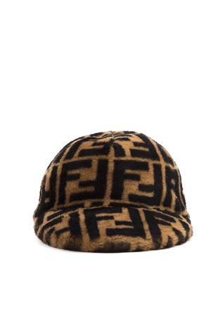 BEIGE AND BROWN SHEARLING BASEBALL HAT WITH MONOGRAM FW 2019 FENDI | 17 | FXQ594A401F0QB9