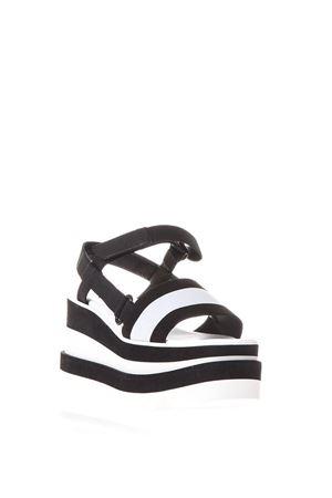 Sandali Elyse bianchi e neri a strisce PE2018 STELLA McCARTNEY | 87 | 501757W0YV41006