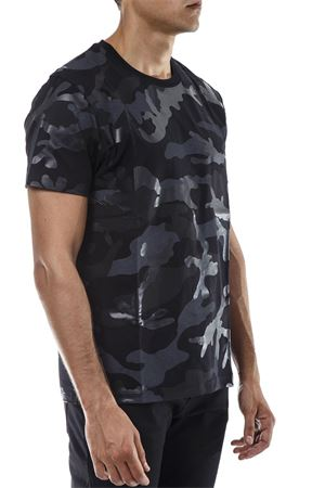 T-SHIRT IN COTONE STAMPA CAMOUFLAGE PE 2019 VALENTINO | 15 | PV3MG00W3MBQM0