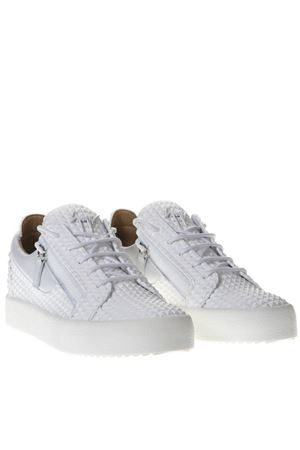 LOW TOP SNEAKERS IN WHITE STUDDED LEATHER SS 2019 GIUSEPPE ZANOTTI | 55 | RM90008MAVERICK002