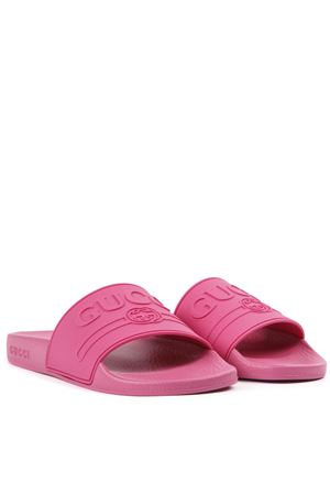 EMBOSSED LOGO FUCHSIA RUBBER SLIDES SS 2019 GUCCI | 87 | 525140JCZ005516