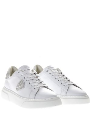 SNEAKERS TEMPLE RUNNERIN PELLE BIANCA CON BORCHIE PE 2019 PHILIPPE MODEL | 55 | BGLDUNISD01