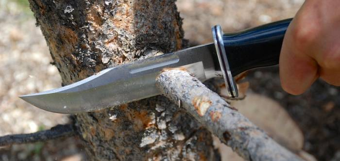 How to chop wood with a knife to make a fire