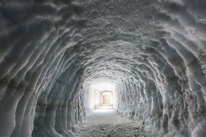 iceland-glacier-cave-2