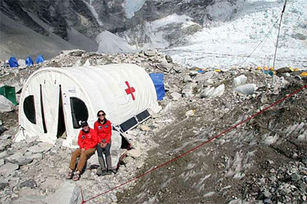 GearJunkie file photo; HRA Everest ER tent clinic