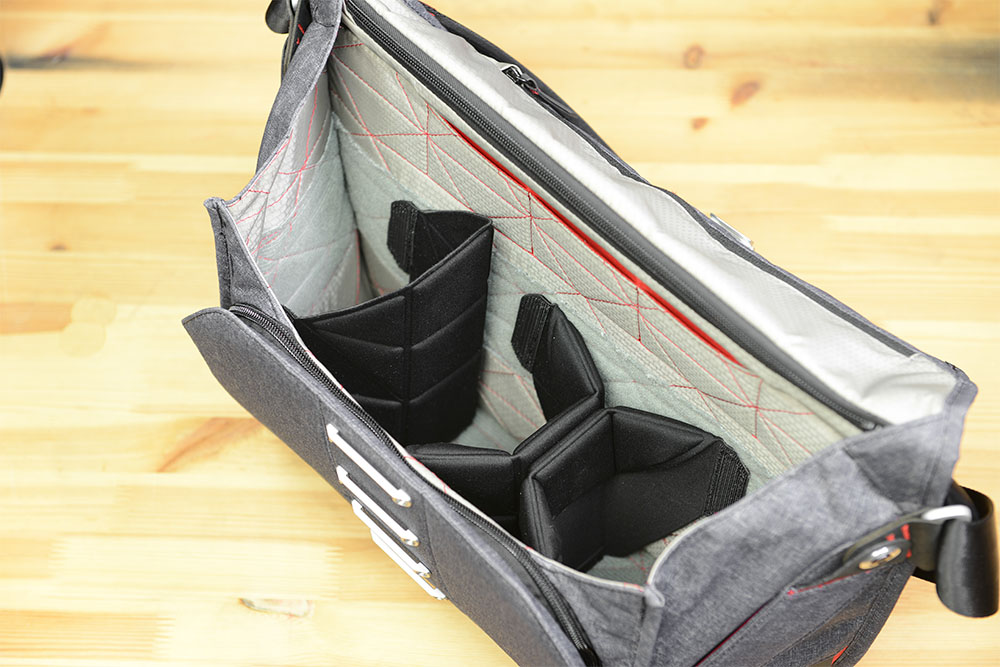 Flex fold dividers on Peak Design Messenger Bag