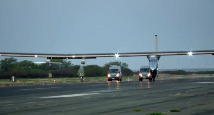 solar impulse hawaii touch down