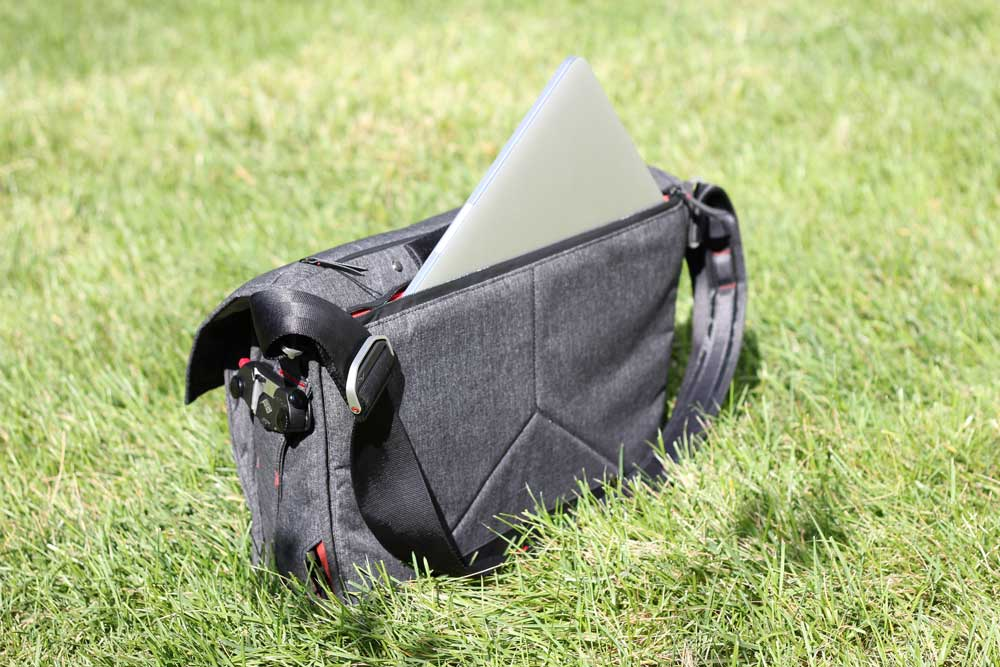 peak-design-everyday-messanger-laptop-sleeve