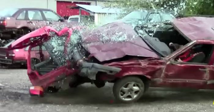 Volvo 850 crash test