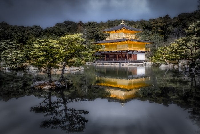 """In the sun, the """"Golden Pavilion"""" seems to glow from inside.; photo by Bernd Thaller"""