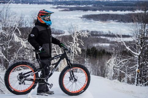 winter-fat-biking-ski-area-lift-access-spirit-mountain-duluth-Minnesota