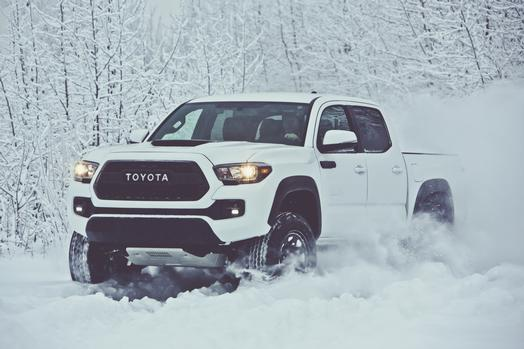 toyota s 2017 tacoma trd pro looks wicked gearjunkie. Black Bedroom Furniture Sets. Home Design Ideas