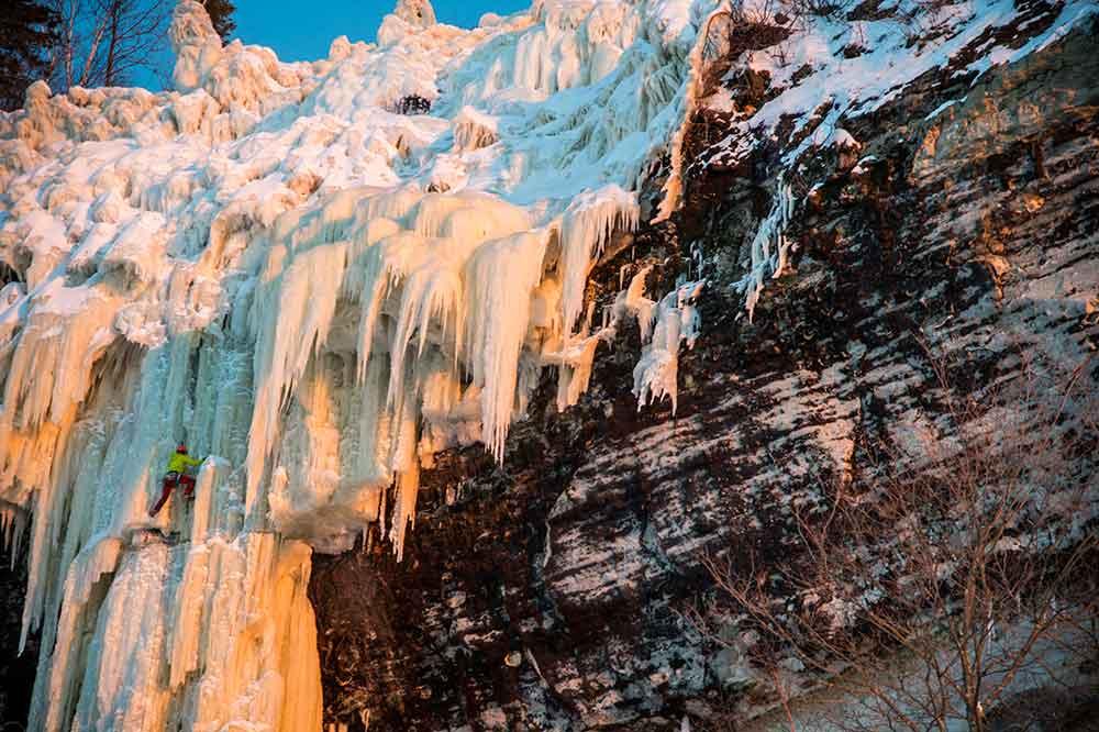 climber-on-ice