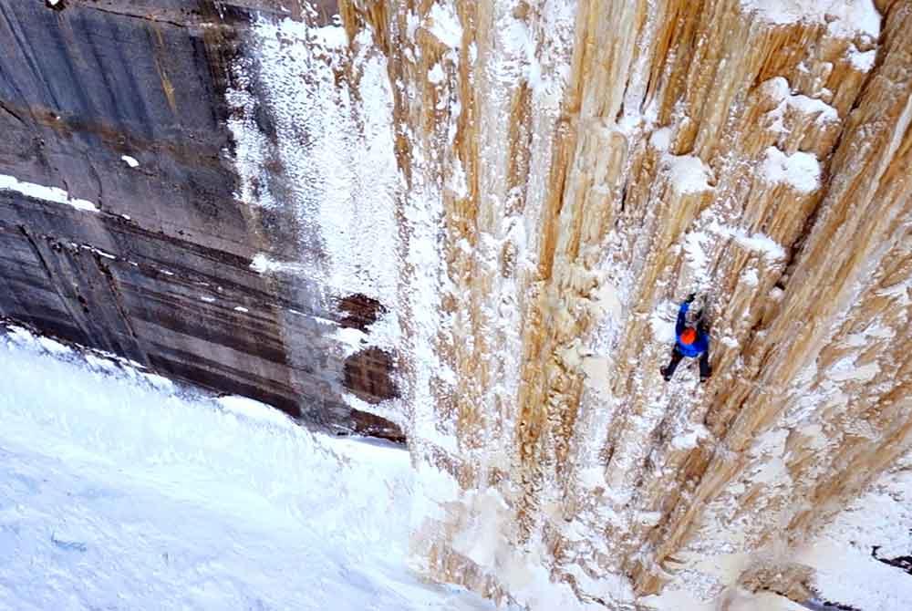 michigan-ice-climbing-