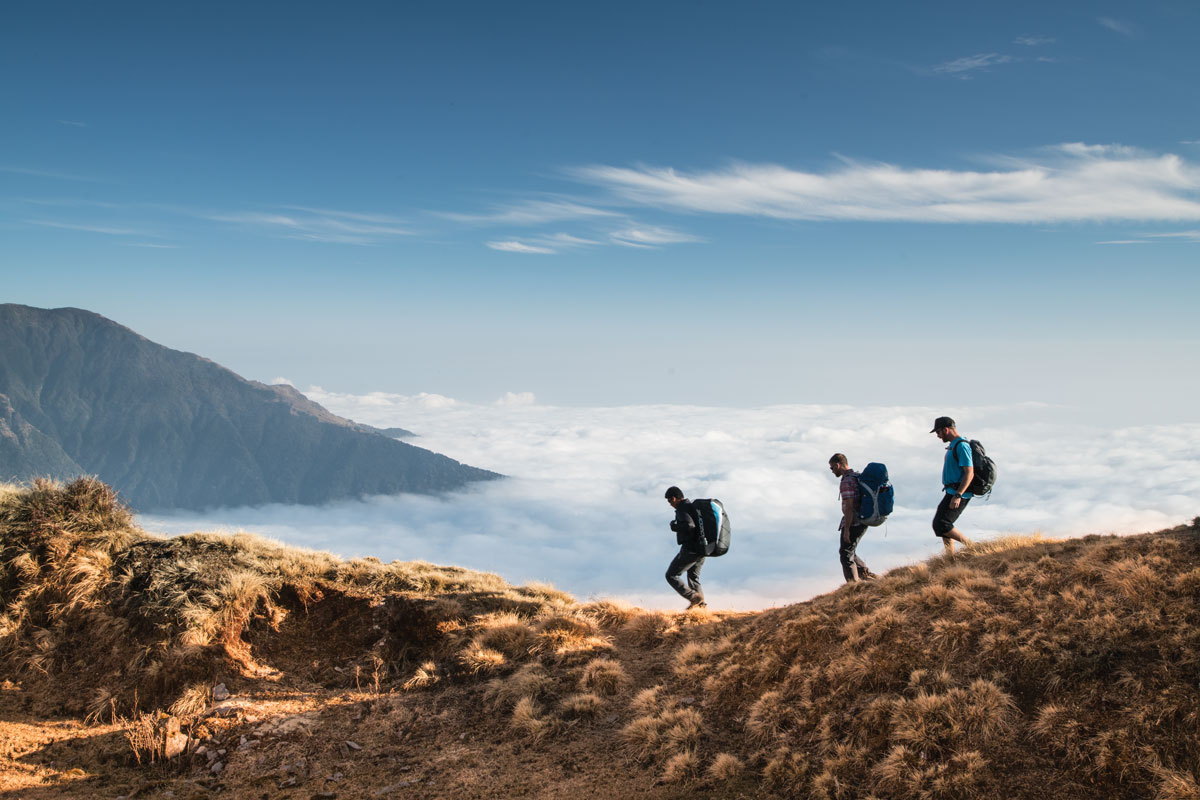 Three-Men-Hiking-in-KEEN-Versatrail-ridgeline