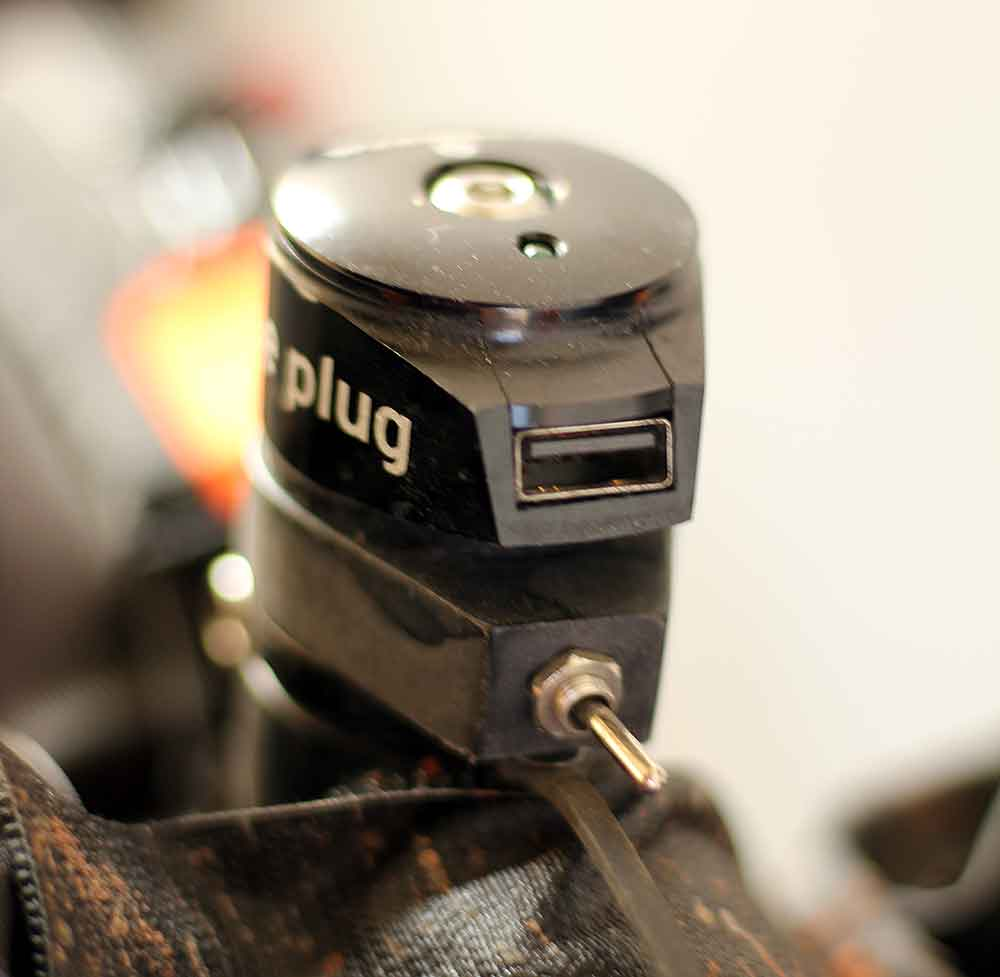 usb-plug-power-bike-stem