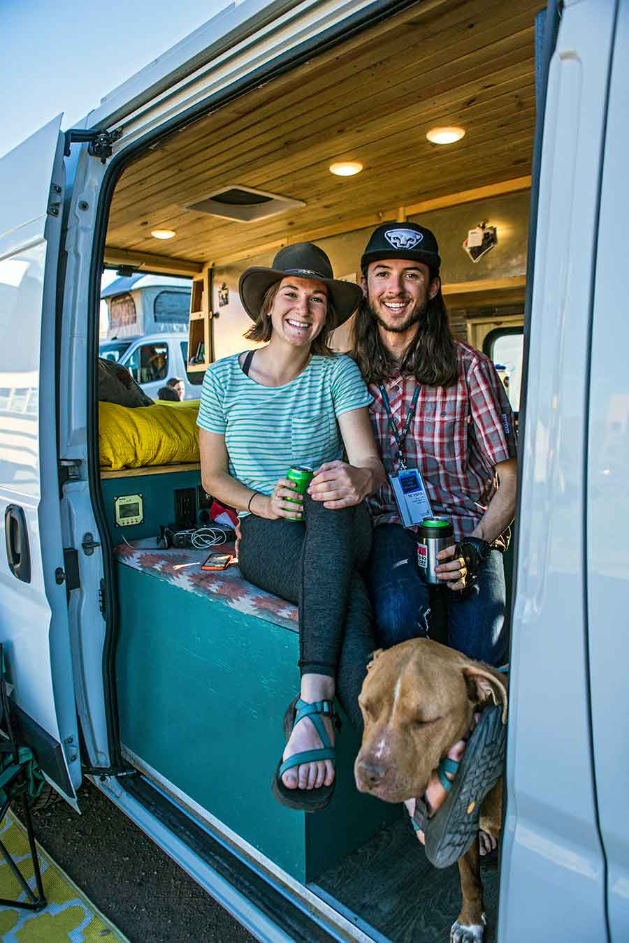vanlife-couple