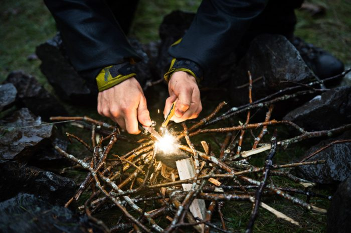 leatherman_backpacking_firestarting2