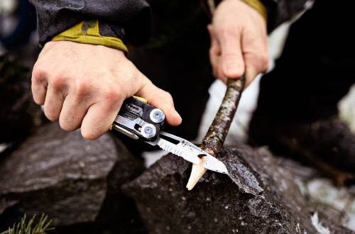 leatherman_backpacking_stickcarving
