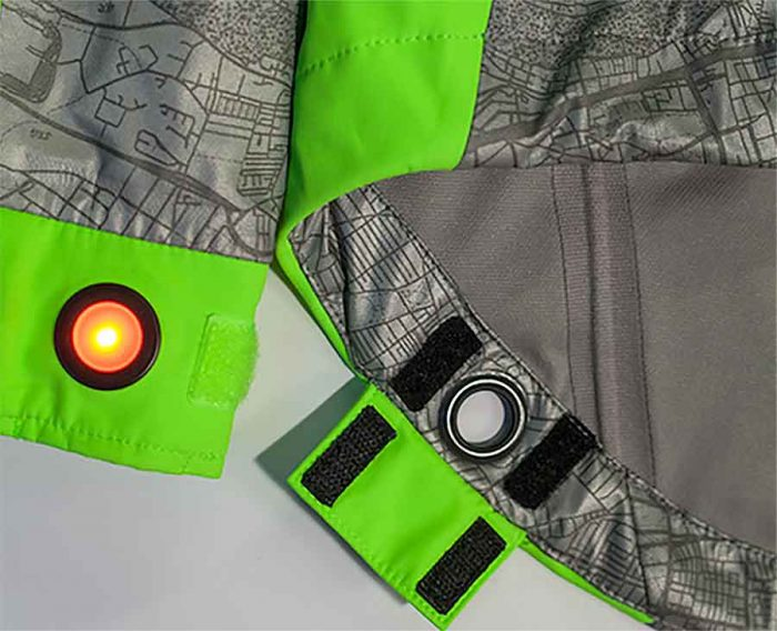 bike-jacket-with-led-light-in-sleeve