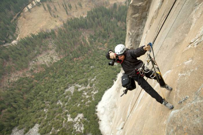 slr camera cliff climber photography